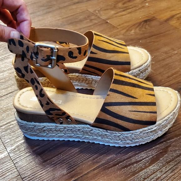 Soda Tiger/Cheetah Print Sandals 🐆 🐅